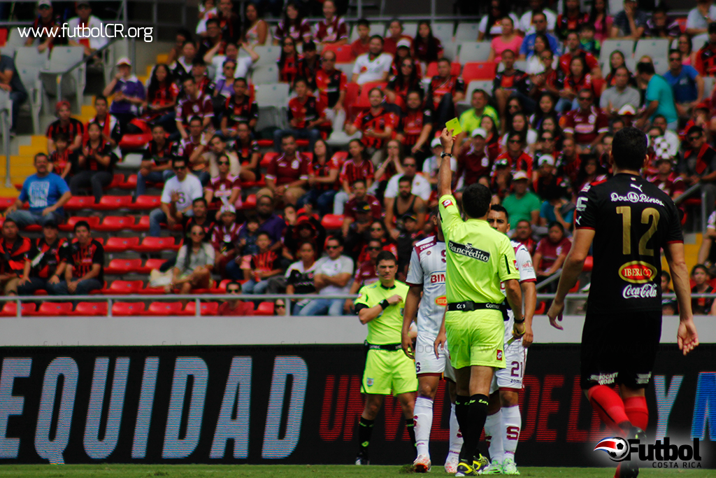 Walter Quesada dirigió su vigésimo Clásico en el Estadio Nacional.